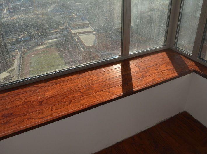 """你家飘窗还在贴瓷砖吗?看看人家都在用什么?"""""""