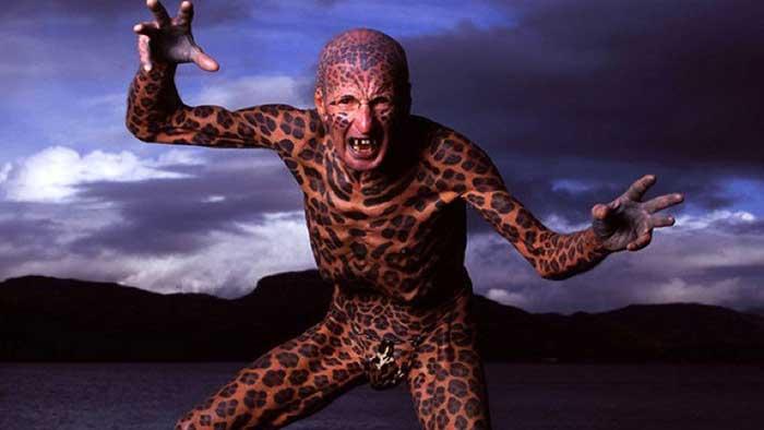 全世界纹身最多的人_2002年,他曾创下「世界上纹身最多的人」的金氏世界纪录.