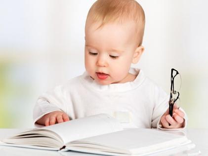 """婴儿智力发育的八个高峰时期,妈妈们知道吗?"""""""