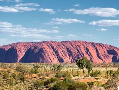 """世界上最大的石头,总高达6384米,绕一圈有10公里"""""""