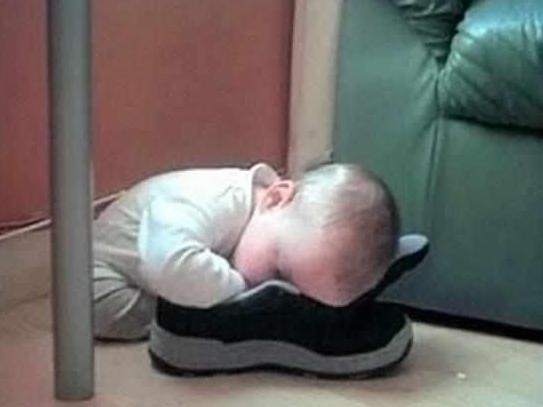 """宝宝奇葩睡姿!看到第一张我就笑疯了!"""""""