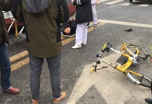 自贡大山铺红绿灯路口,车祸频发!