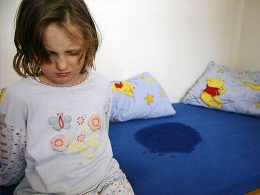 """4岁孩子仍尿床,父母不当一回事险些酿成大祸!"""""""