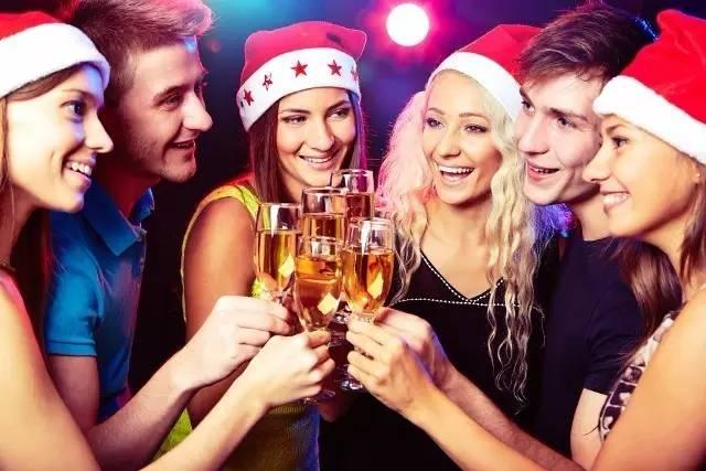 圣诞节必不可少的一个节目就是各类圣诞趴、圣诞舞会christmas dance了!图片