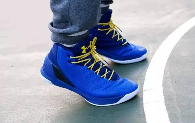 【圣诞篮球】UA大众玛库里Curry3福利鞋限时健美操安德锻炼标准第三套动作图片