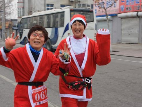 """头一回!一大群圣诞老人在曹妃甸跑嗨了!"""""""