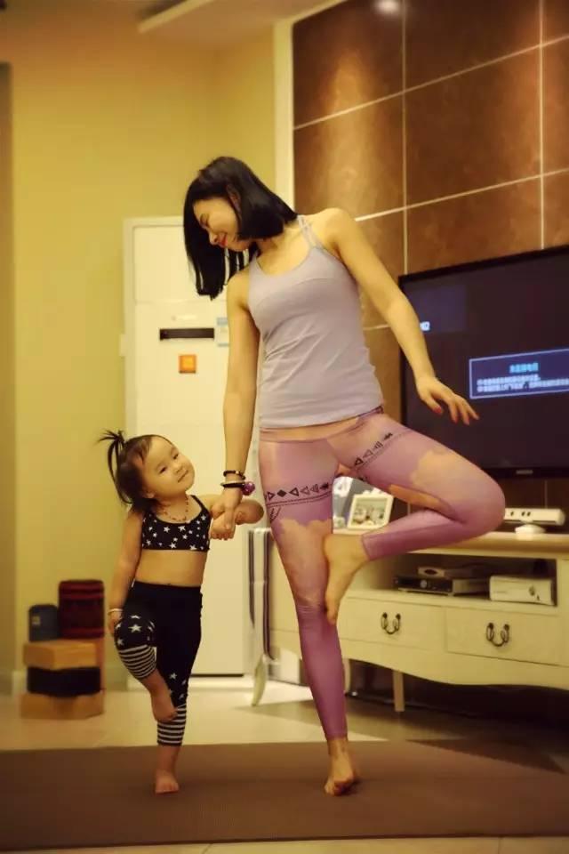 """瑜伽妈妈给瑜伽宝宝的话,好温馨,好感动!"""""""