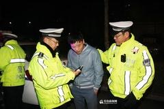 城阳逮住14名酒司机 男子提前过圣诞酒驾被查(图)
