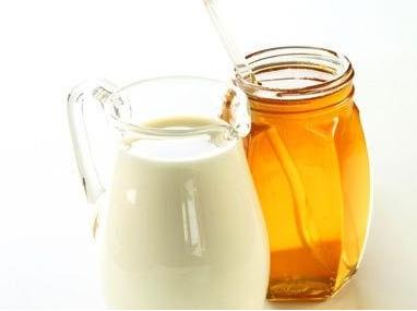 """牛奶加蜂蜜最佳营养搭配"""""""