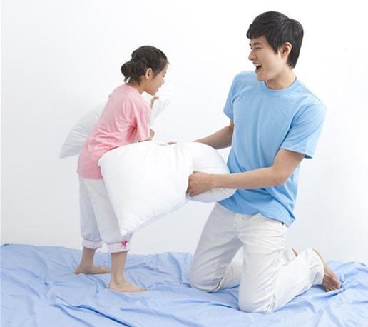 """打打闹闹也能教育孩子?这是父亲的教育方式之一"""""""