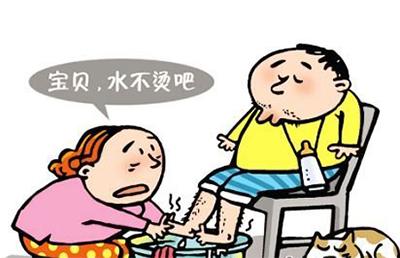 送孩子上学,还要父母帮着背书包