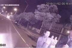 6岁女孩横穿马路被撞飞,母亲就在一旁,竟不知是自己女儿……