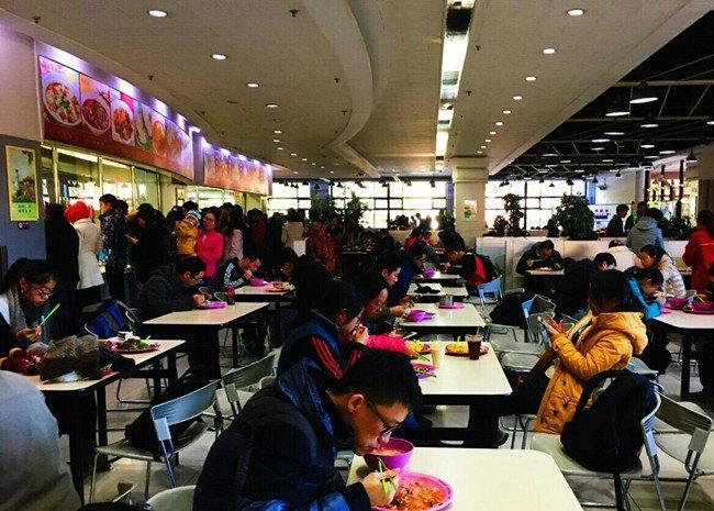 饭菜种类丰富,既有各种传统的中式面食,小吃,也有西式快餐,还有铁板烧图片