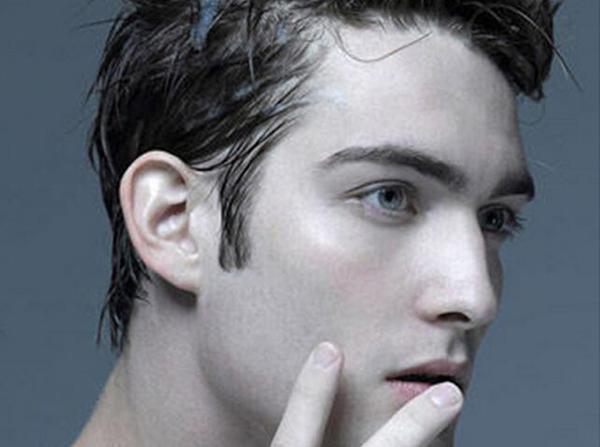 """油脂性脱发怎么解决 怎样选择不伤头皮的洗发水"""""""