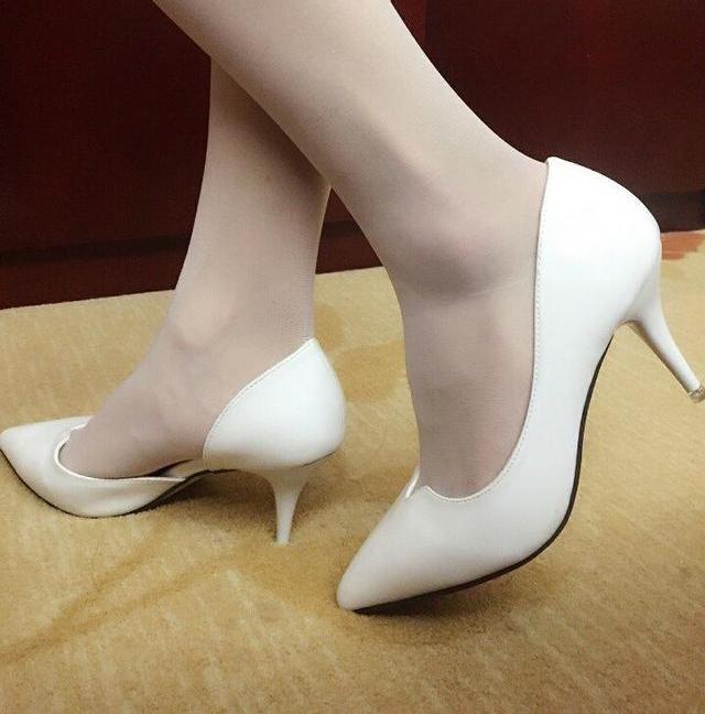 美脚配美鞋:冬天有了高跟鞋丝袜,你还穿秋裤吗?