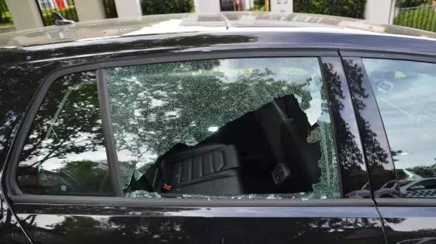 """墨尔本东区30多辆车砸 警方呼吁民众提供线索"""""""