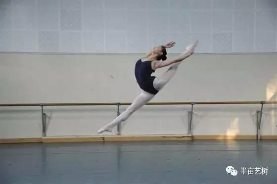 艺术 正文  提高方式:把杆的小踢腿,弹腿,大踢腿,甩腰,把下的小跳