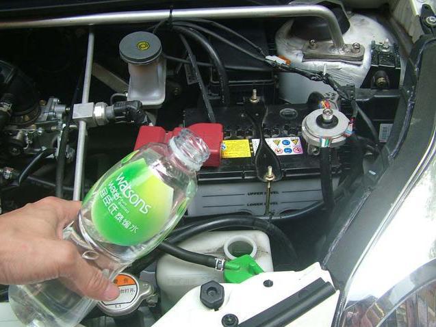 """汽车防冻液到底能不能加水?原来真相是…"""""""