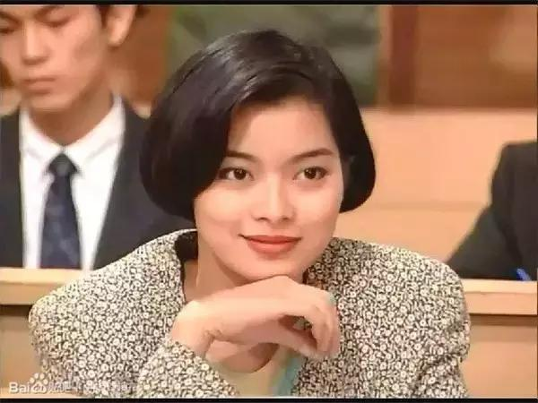 高哥哥妹妹_1994年《戏王之王》中饰演乔茵,是大反派乔刚的妹妹,哥哥和他喜欢的人