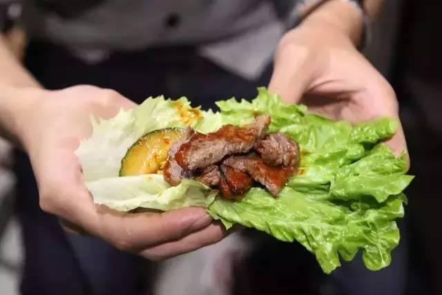 肉 吃完还能送迪奥 兰蔻的口红