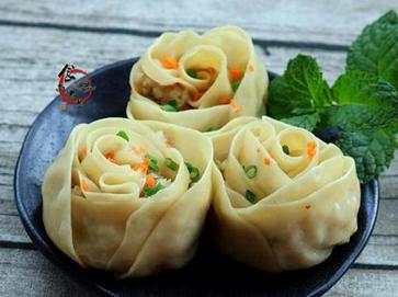 普通的饺子皮也能包出好看的玫瑰花饺!