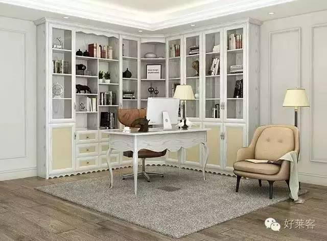到顶l型转角书柜,底部为封闭式掩门,上部为开放式或玻璃掩门式,存放的图片