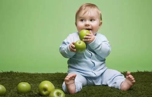 """【育儿分享】冬季宝宝该如何正确吃水果"""""""