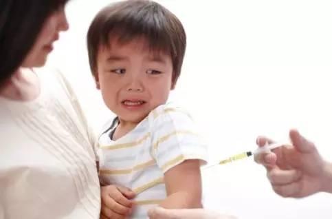 宝宝打防疫针的地方硬