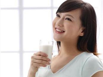 """所有孕妈都适合补充牛奶?5类人群需谨慎!"""""""