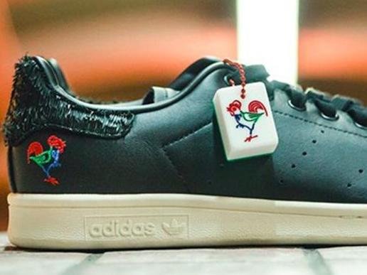 "adidas Originals 鸡年脚踏鸡鞋"""