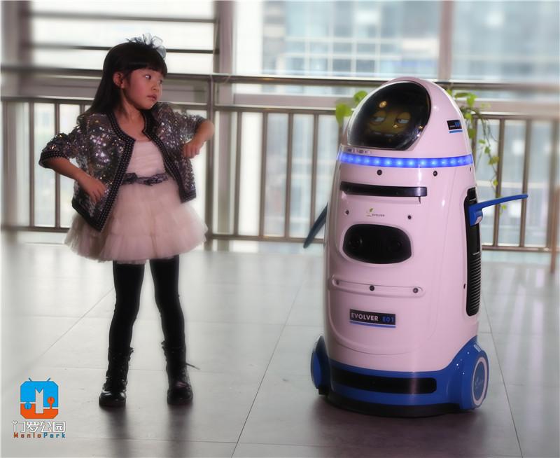 洋娃娃科技携 小胖 机器人出演微电影