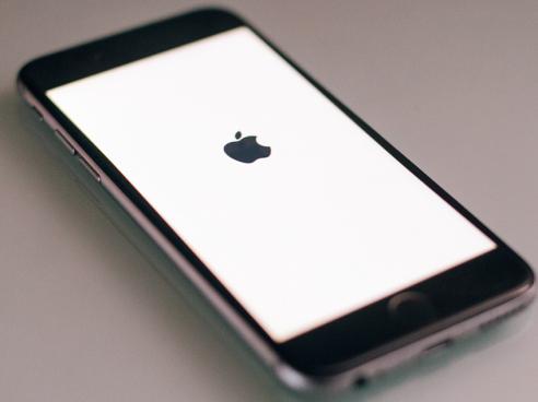 """改装版iPhone不会被窃听 但价格够朕买十年辣条"""""""
