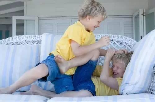 孩子爱打人,家长这样巧妙化解于无形