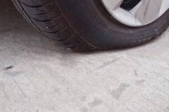 车主自己动手更换汽车备胎十个步骤详解
