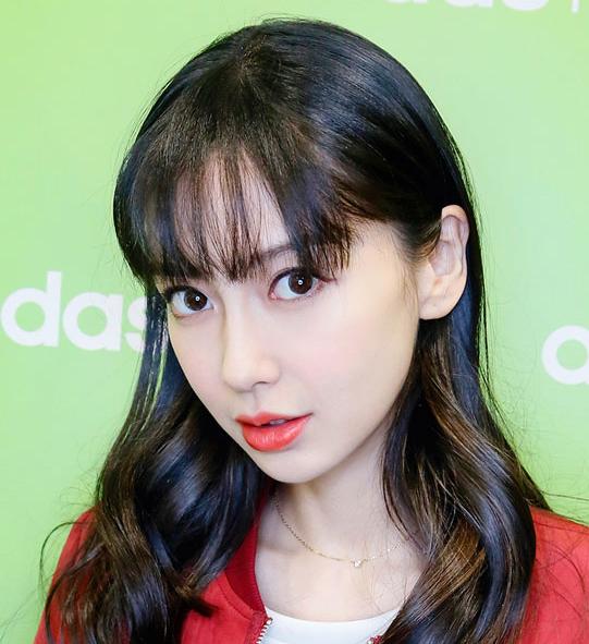 换个刘海发型,唐嫣宋茜李小璐明星减龄又迷人!