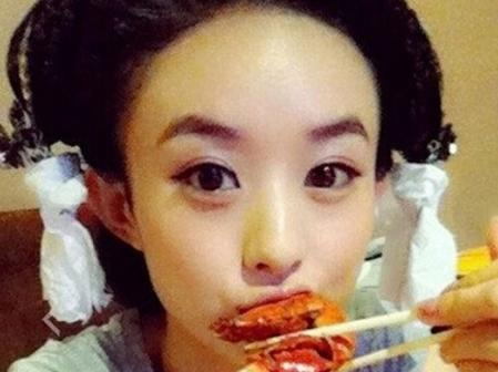 赵丽颖凭借着吃东西再登热搜榜!图片
