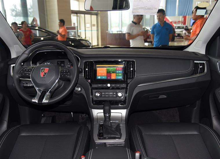 内饰方面,   荣威RX5   最吸引人 缸哥反倒是更加喜欢低配车型上的高清图片