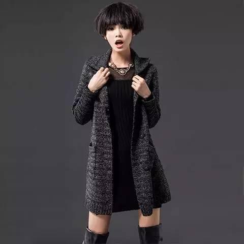冬季中长款女生针织少女展现a女生迷人外套从胸部v女生身姿图片