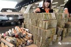 """又一位网络红人用 """"1元人民币""""去奥迪4S店买车, 只为出气!"""