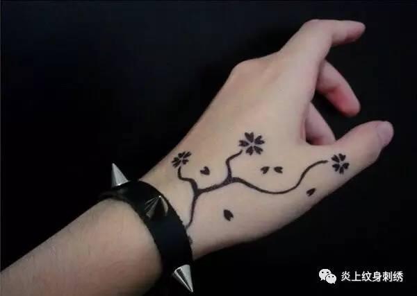 纹身|虎口图案