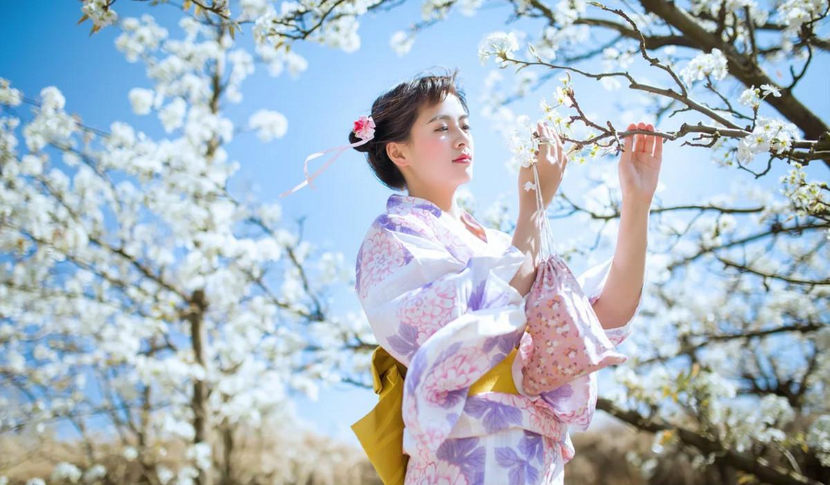 日本女生花意思,散发着a女生体香送男生和服给打火机什么是姑娘图片