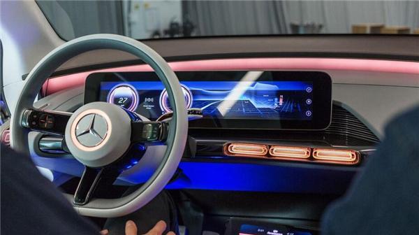 奔驰设计总监谈自动驾驶:人类还会操控方向盘130年的照片 - 3