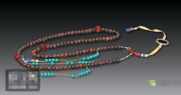 沉香朝珠是几品官员戴的  沉香朝珠的拍卖价格