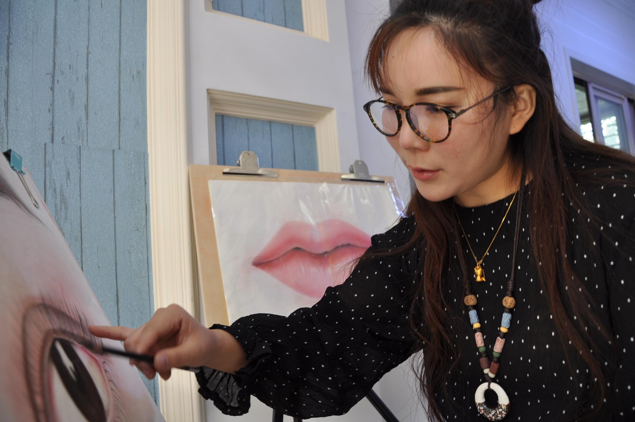 原创:80后纹眉师的一天 - 草虫呢喃 - 驻马店纪实摄影师:张建的摄影博客