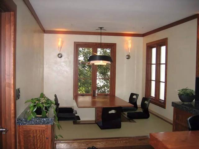 有很多茶友,这时候不妨把某个小房间改造成榻榻米,既可以做茶室,又图片