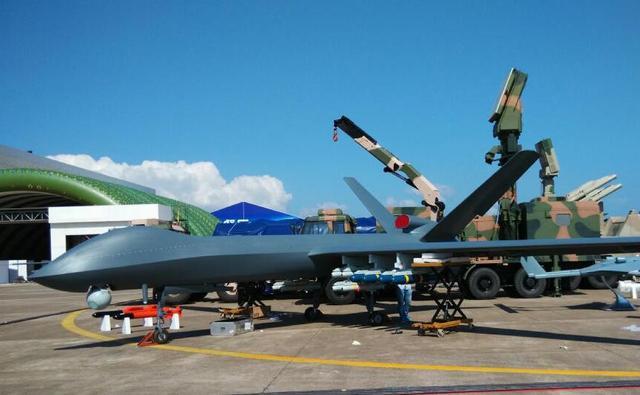 中国彩虹5无人机竟带16发导弹图片