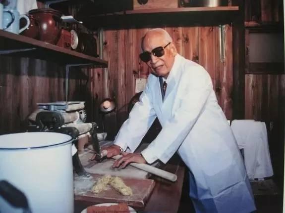 他是方便面之父,破产3次,被捕入狱,60岁靠一个杯具改变了世界 - 浪浪云 - 仰望星空