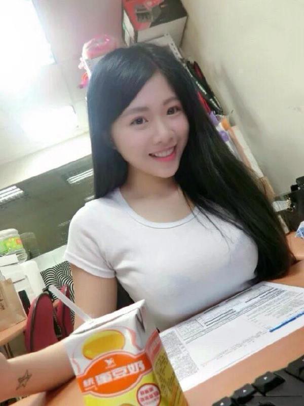 大学生娶同学妈妈 55岁妈妈风韵犹存