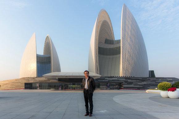 中营都市陈可石设计的珠海大剧院首演成功
