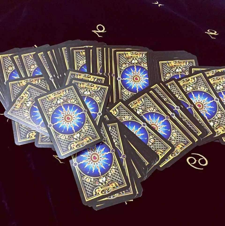 二,伟特塔罗牌 伟特(韦特)塔罗牌是由著名的黄金黎明协会成员阿瑟